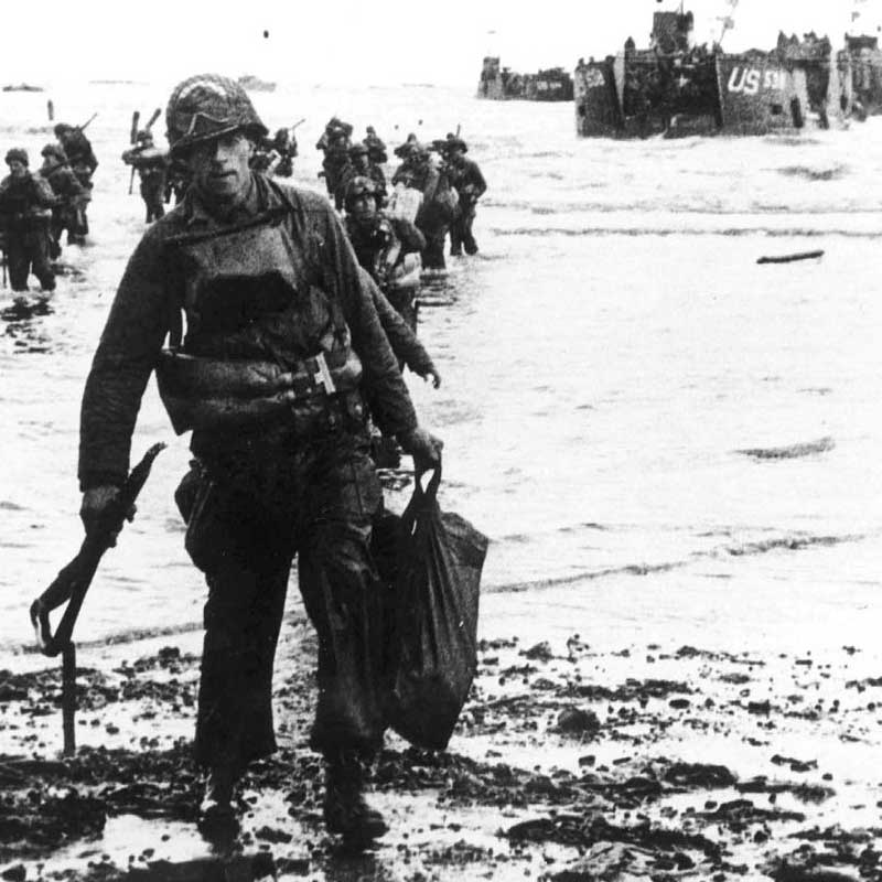 U.S. assault troops move onto Utah Beach