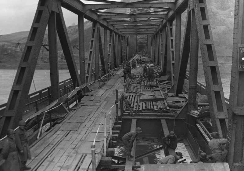 Troops on Remagen Bridge